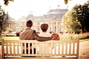 couple-sitting-on-bench